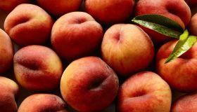 A pile of peaches