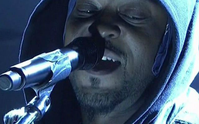 D'Angelo performs on 'Saturday Night Live.' (Saturday Night Live Screenshot)