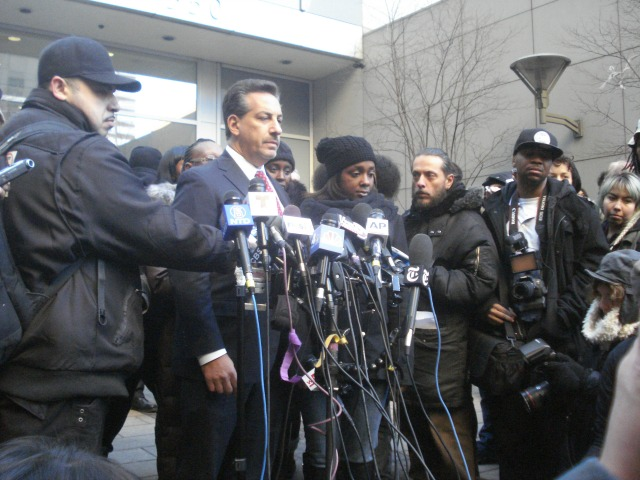 peter-liang-officer-who-killed-akai-gurley-arraigned-family-supporters-rally-outside-courthouse 3
