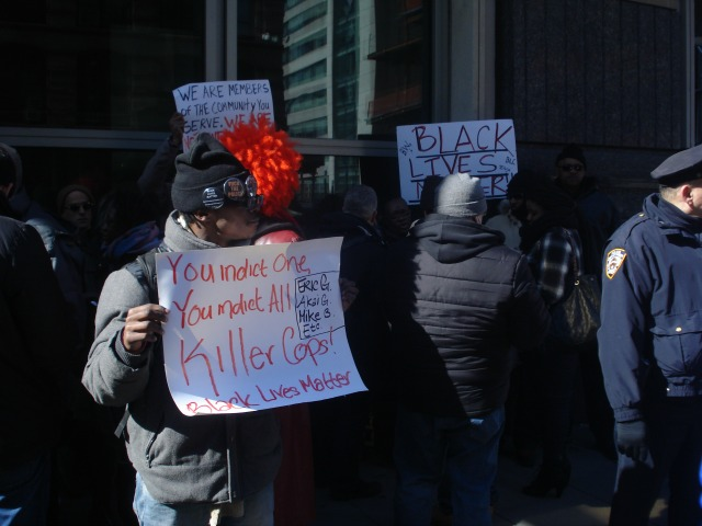 peter liang officer who killed akai gurley arraigned family supporters rally outside courthouse