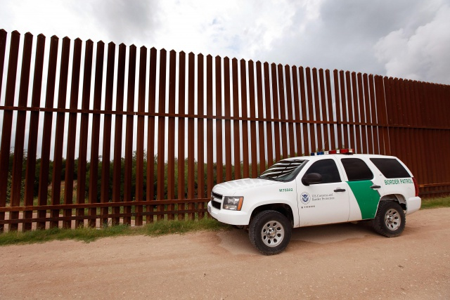 Agents Patrol Texas Border To Stop Illegal Immigrants From Entering U.S.