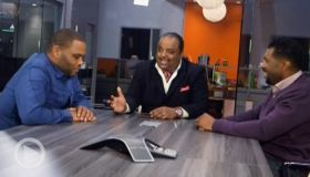 "Anthony Anderson, Deon Cole and Roland Martin mix it up on the set of ""Black-ish"""