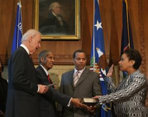 Loretta Lynch sworn in Attorney General