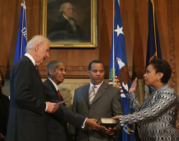 Loretta Lynch sworn in Attorney General