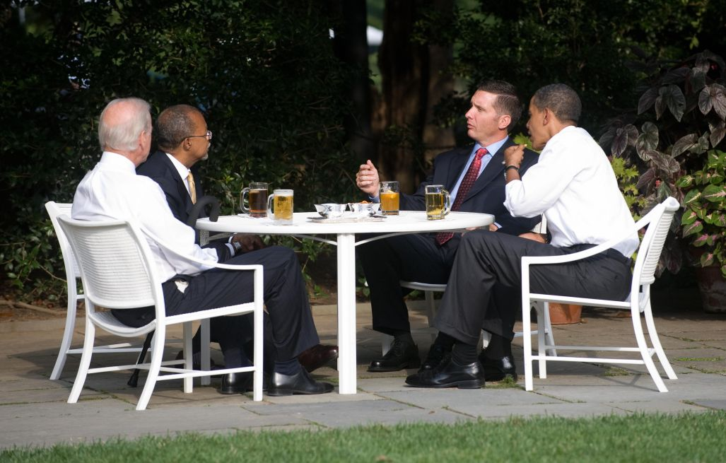 US President Barack Obama (R) talks with