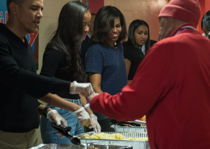 Obamas Give Back To The Community