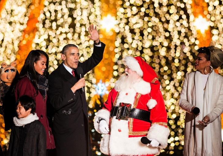 US-CHRISTMAS-TREE-OBAMA