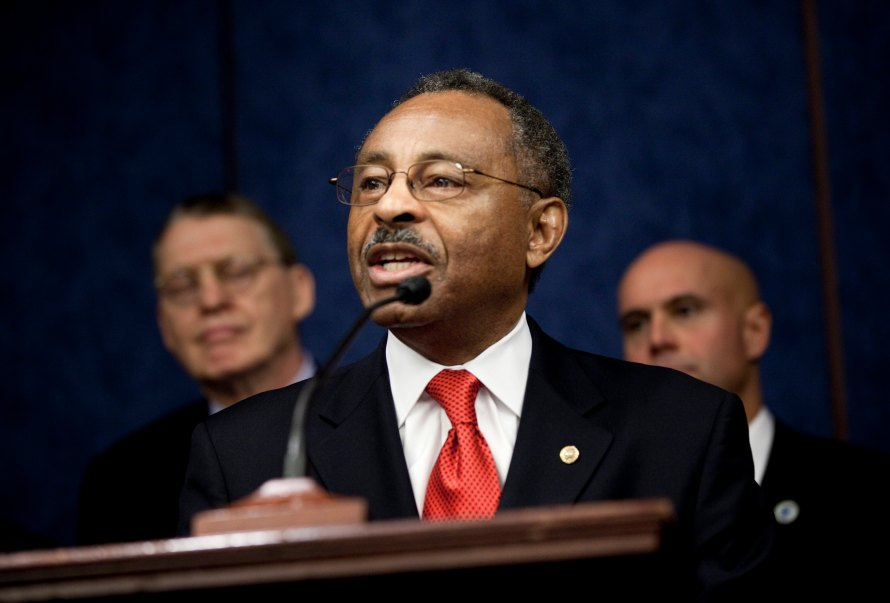 Lieberman, Democratic Senators Urge Repeal Of 'Don't Ask Don't Tell'