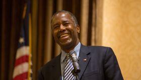 Presidential candidate Ben Carson hosts Staten Island town...