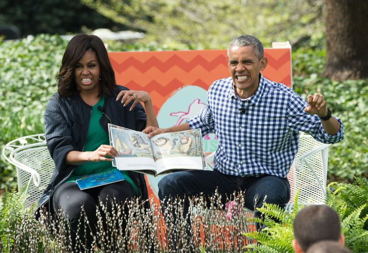 Michelle and Barack tell the kids a story