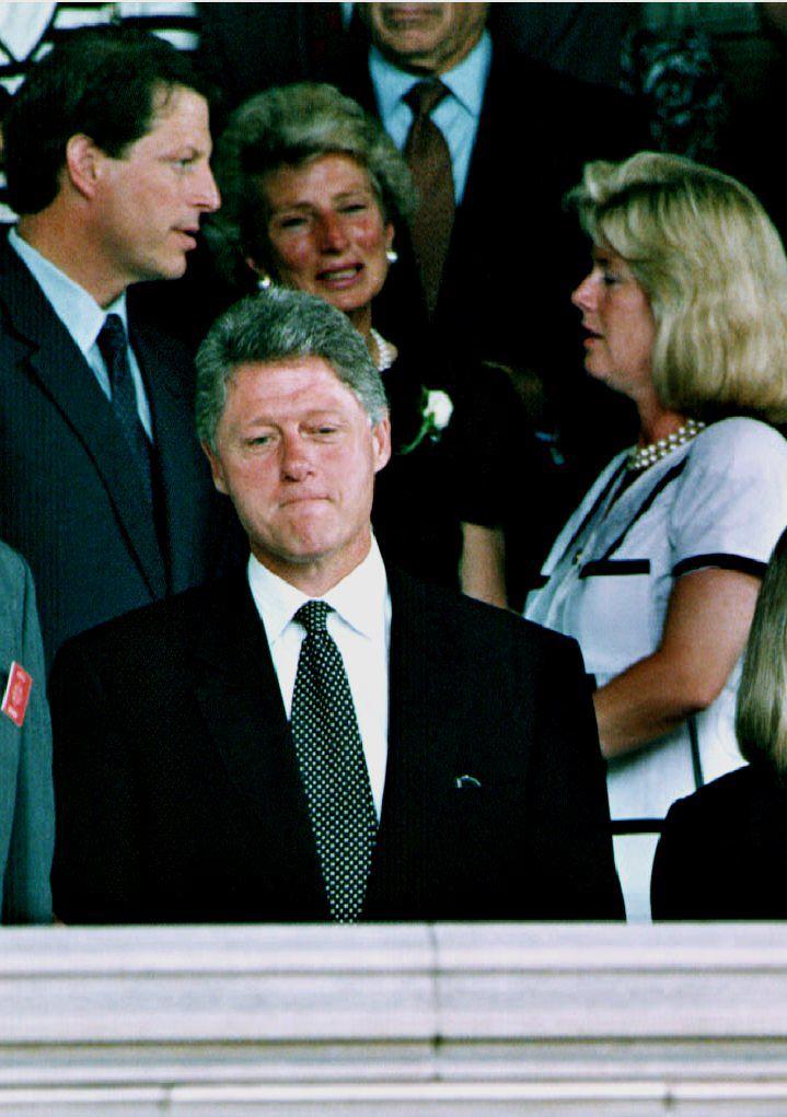 Democratic presidential nominee Bill Clinton (C) p