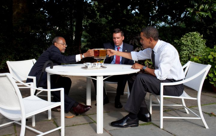 Obama Meets Over Beer With Harvard Prof. Gates And Cambridge Police Officer