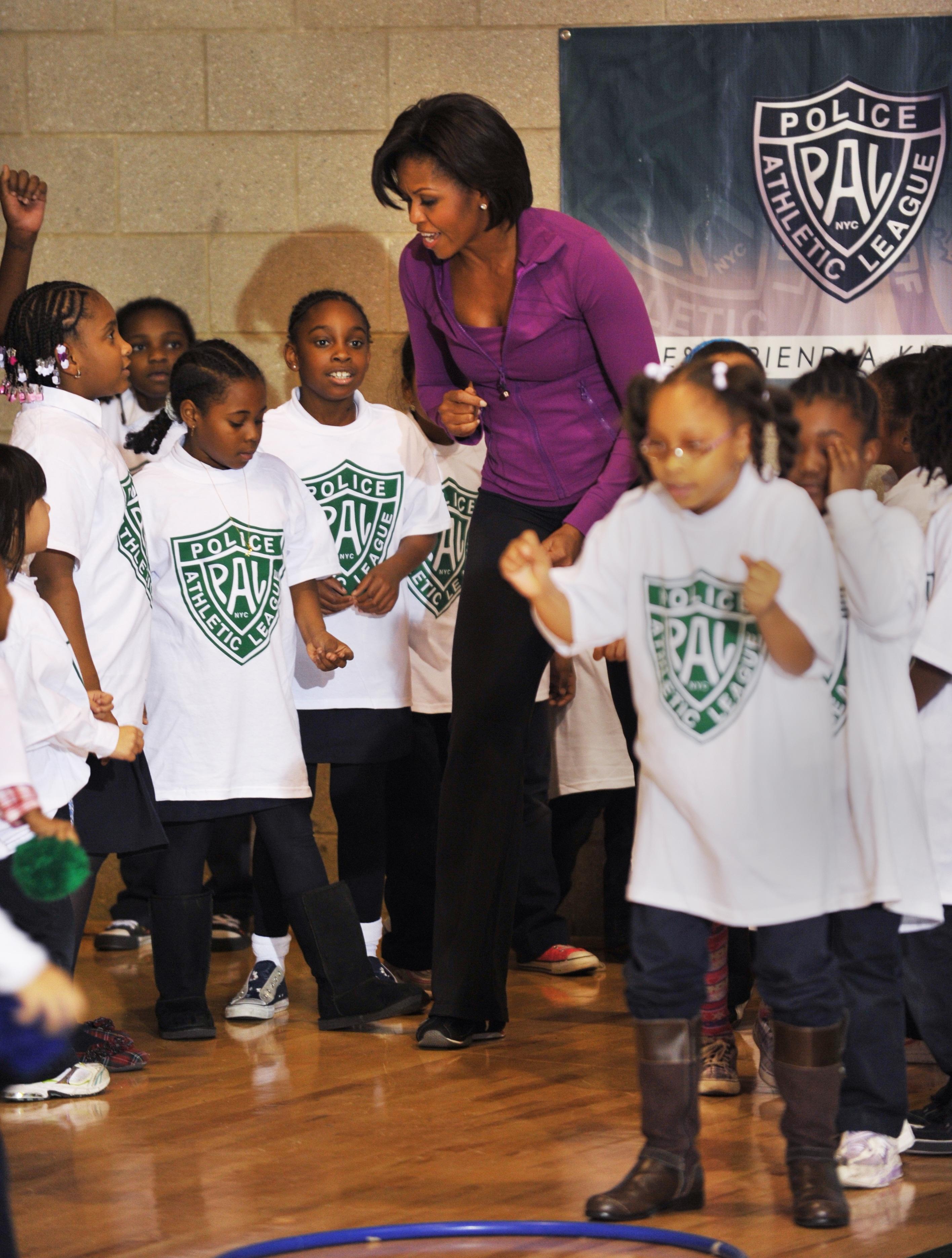 US First Lady Michelle Obama (C) dances