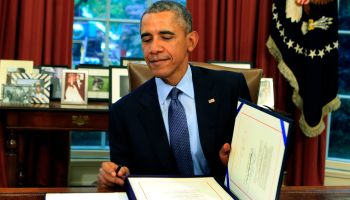 Obama signs bipartisan budget bill 2015 into law