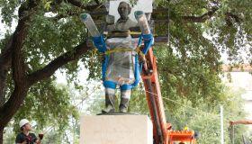 Jefferson Davis Statue removed in Texas