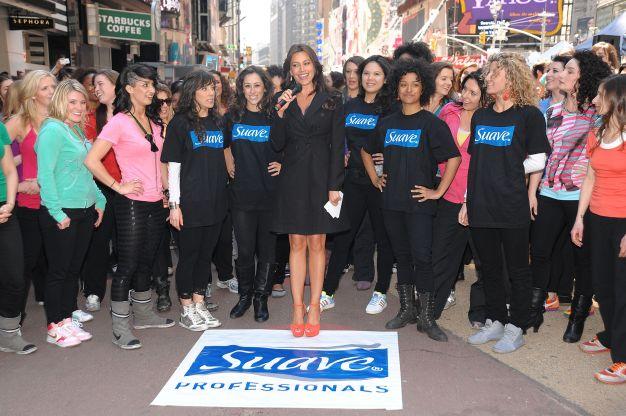 Sofia Vergara Joins Suave Professionals For Surprising New York Performance