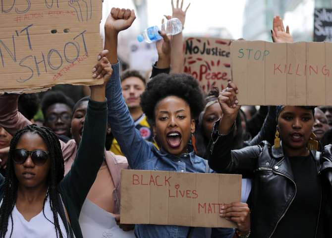 TOPSHOT-BRITAIN-US-POLICE-SHOOTING-PROTEST