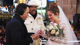 Maria Menounos and Steve Harvey Live from Times Square