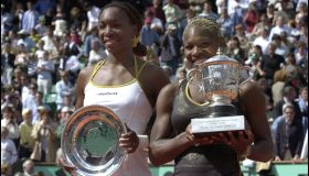 Serena Williams defeats her sister Venus at 2002 Roland Garros French open