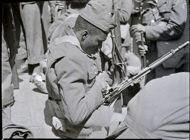 Black Soldier Cleaning Rifle