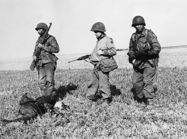 African American Infantrymen with Dead SS Trooper
