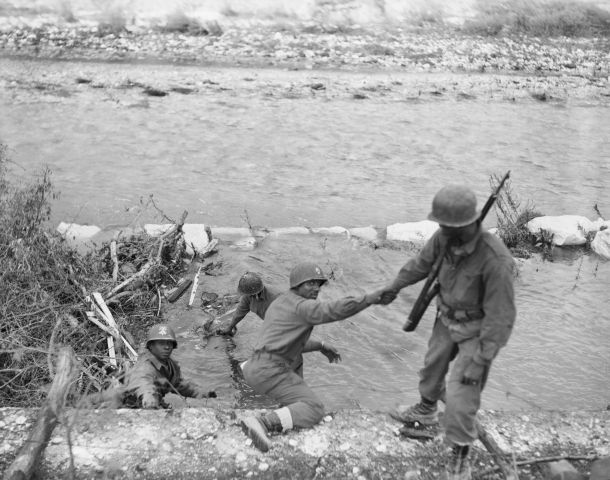 Black Troops In Human Chain Recover Body