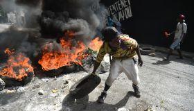TOPSHOT-HAITI-FUEL-PROTEST