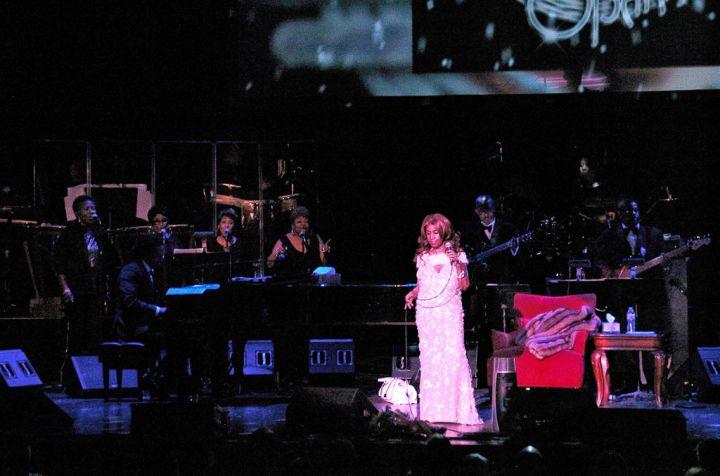 Arethra Franklin Performs in Philadelphia