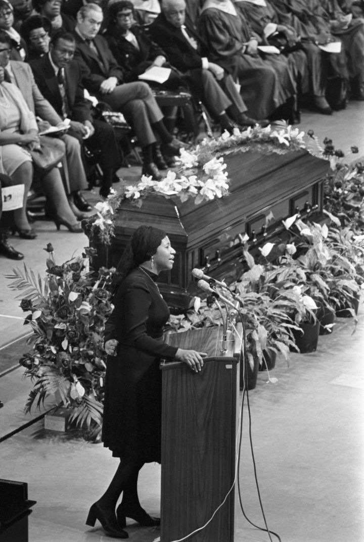 Aretha Franklin Sings During Memorial Service