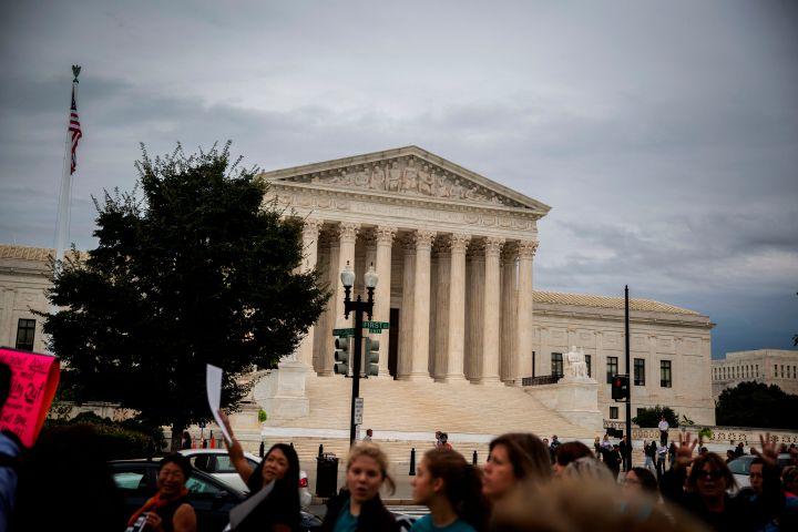 US-POLITICS-COURT-PROTEST-DEMONSTRATION