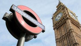 London Underground logo und Big Ben, Southwark, London, London region, England, United Kingdom