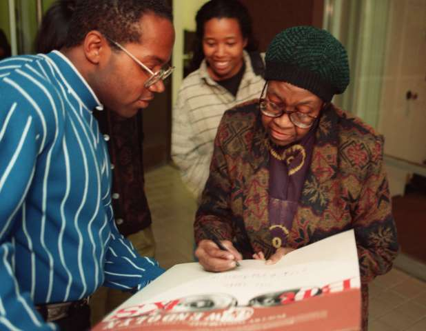 SF.Poet.1.bv.4–16/VALENCIA –– Pulitzer Prize winning poet Gwendolyn Brooks(cq), right, signs posters