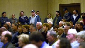 sm-pipeline 11-16-2004 Mark Gail/TWP Neg. #:161879 Solomons, Md. Standing-room only at a packed Fede