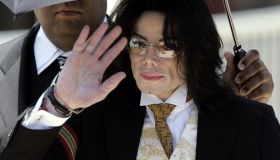 US pop star Michael Jackson waves as he