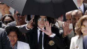 US pop icon Michael Jackson wave to his