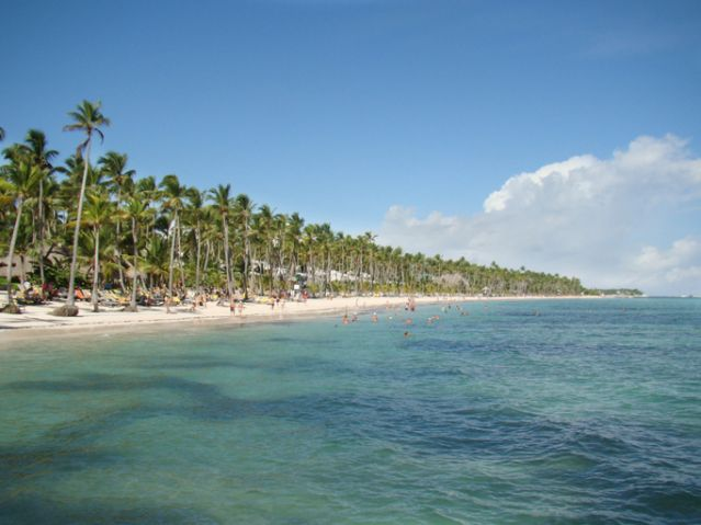 Caribbean beach full of tourists