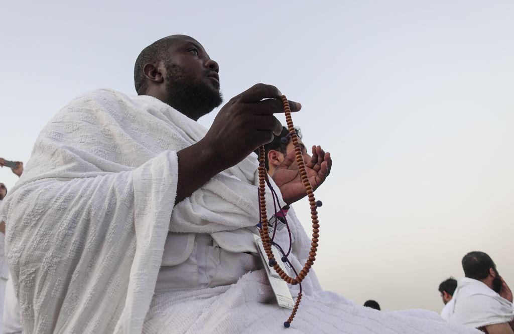 Muslim prospective pilgrims visit Jabal ar-Rahmah