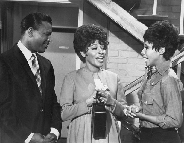 Julia Scene with Diahann Carroll and Guest Stars