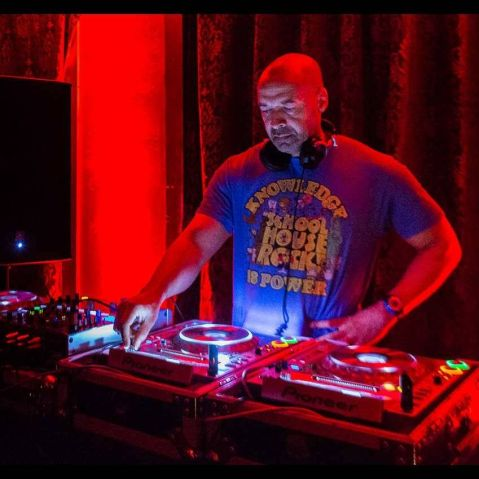 "Sam ""The Man"" Burns, DC house music DJ, dies"