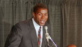 "INGLEWOOD, UNITED STATES: Earvin ""Magic"" Johnson, one of the top stars of the Los Angeles Lakers basketball team, speaks during a press conference, 07 November 1991 in Los Angeles, in which he announced that he is HIV positive. Johnson, a 12-year veteran w"