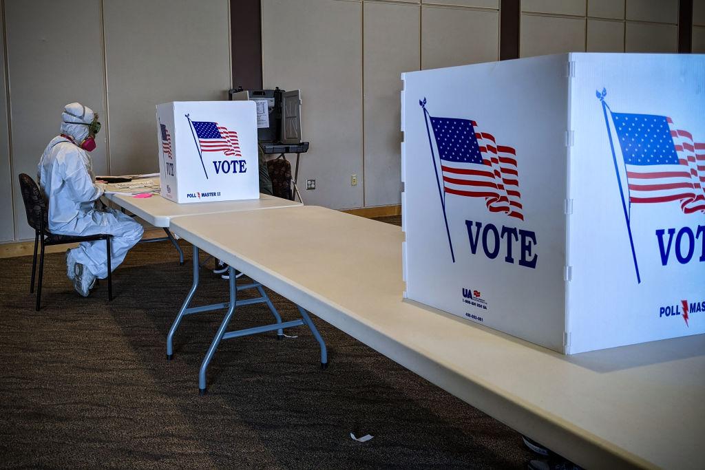 TOPSHOT-US-HEALTH-VIRUS-POLITICS-VOTE-WISCONSIN