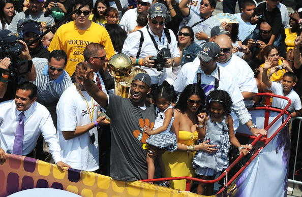 Kobe Bryant waves to fans as the Los Ang
