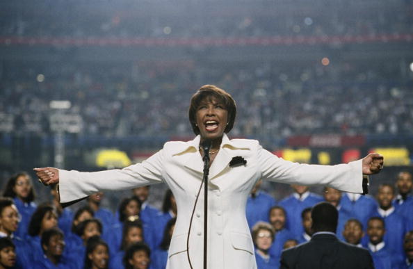 Natalie Cole Sings National Anthem at Superbowl XXVII