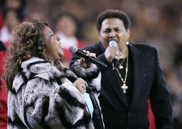 Aretha Franklin and Aaron Neville sing t