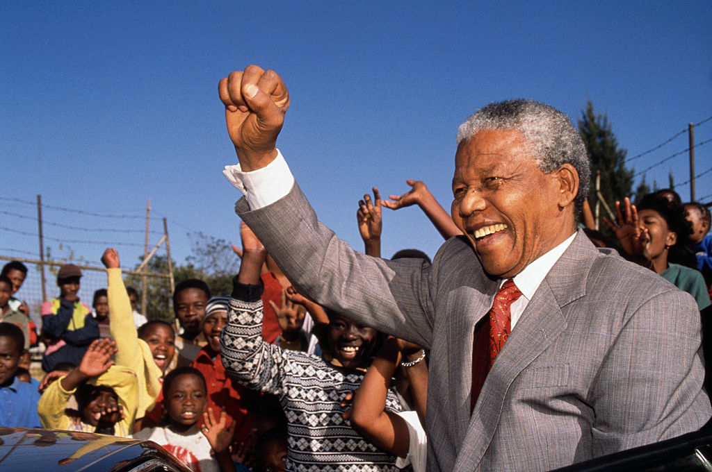 Nelson Mandela Visits Hlengiwe School