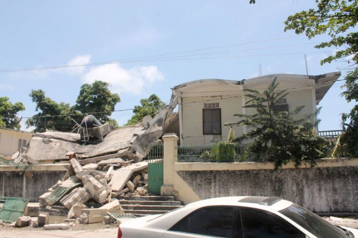 TOPSHOT-HAITI-QUAKE