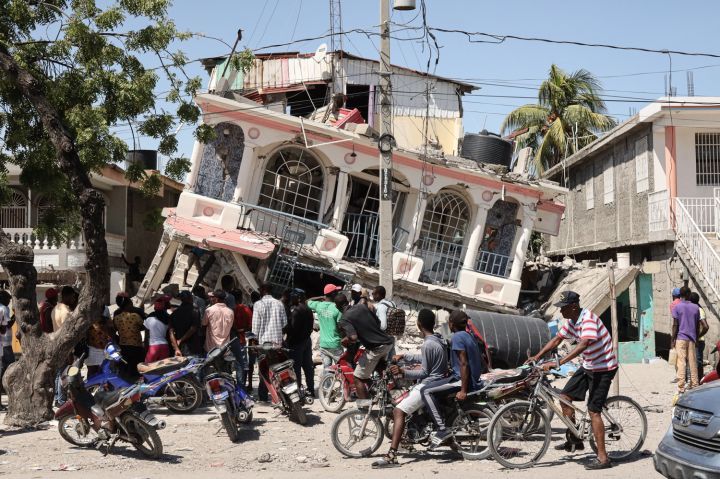 Haiti Quake Death Toll Passes 700 as U.S. Deploys Search Teams