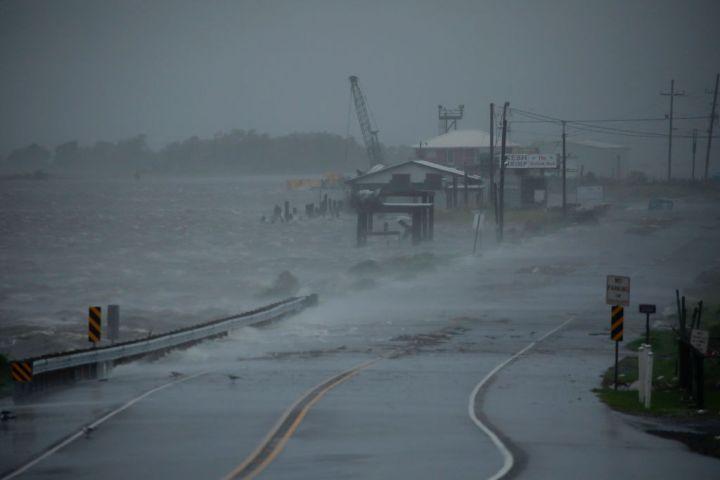 Ida Roars Toward Louisiana With Near Record-Setting Winds