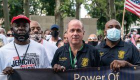 Sergeants Benevolent Association president Ed Mullins (C)...